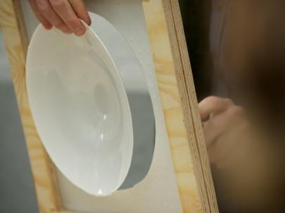 der Teller wird ausgeschnitten